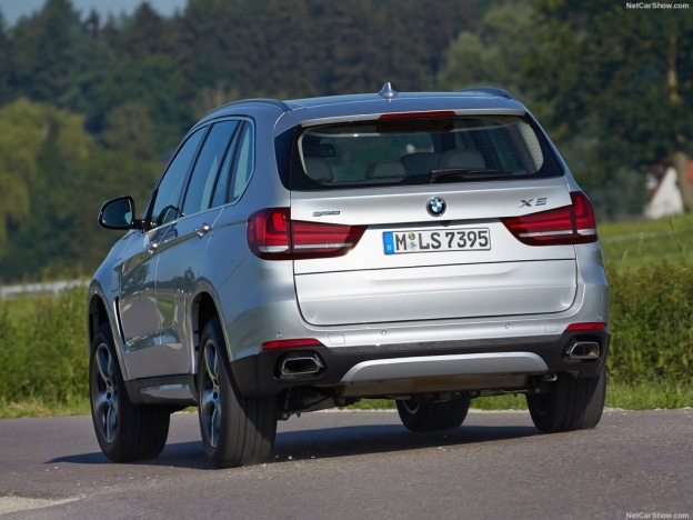 Фото BMW X5 xDrive40e 2016-2017 сзади