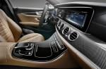 фото салон Mercedes-Benz E-Class 2016-2017 (передняя панель)