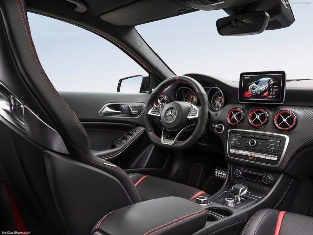 Фото салона Mercedes A45 AMG 2016 2017