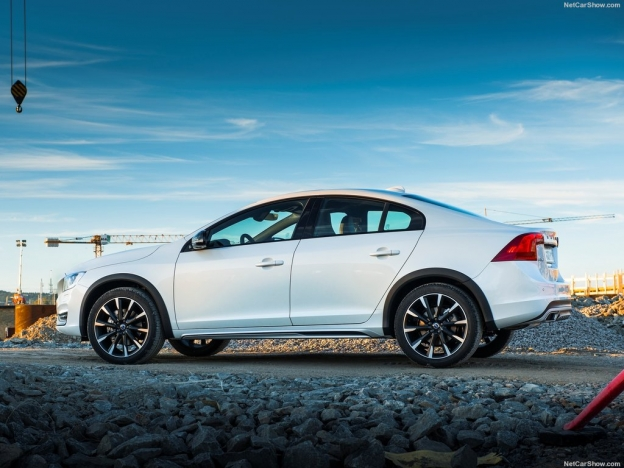 Фото Volvo S60 Cross Country 2016-2017 сбоку