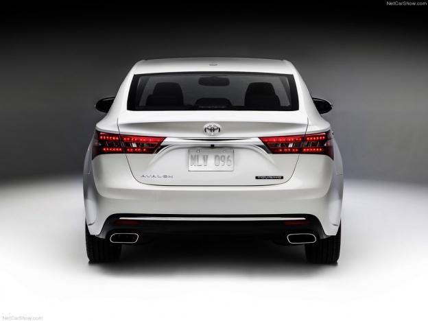 Фото Toyota Avalon 2016-2017 сзади