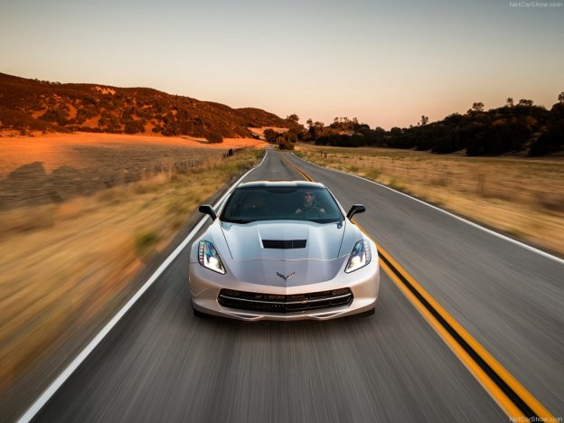 Передняя часть Chevrolet Corvette Stingray 2015