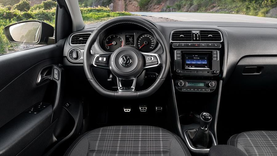 Volkswagen Polo GT 2017-2018: знакомый седан со спортивной начинкой