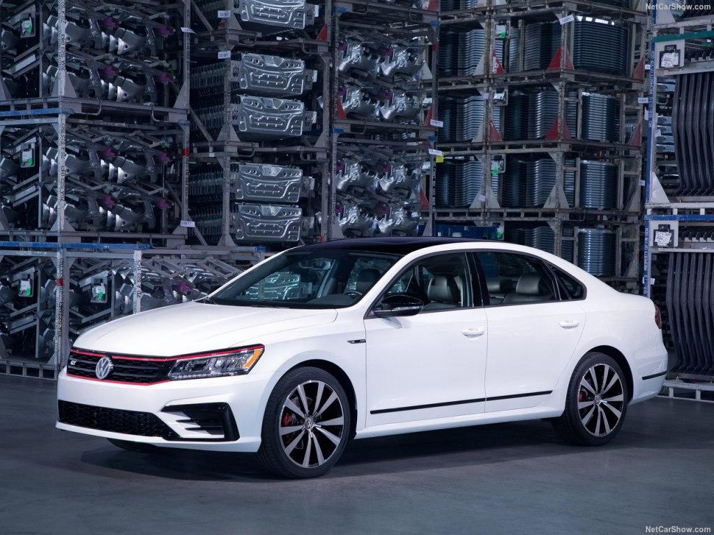 Volkswagen Passat 2018 - новое поколение авто запечатлели на фото || Volkswagen Passat 2018 - новое поколение авто запечатлели на фото