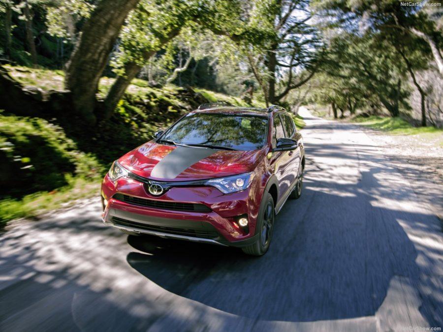 Toyota RAV4 доступна в новых комплектаций