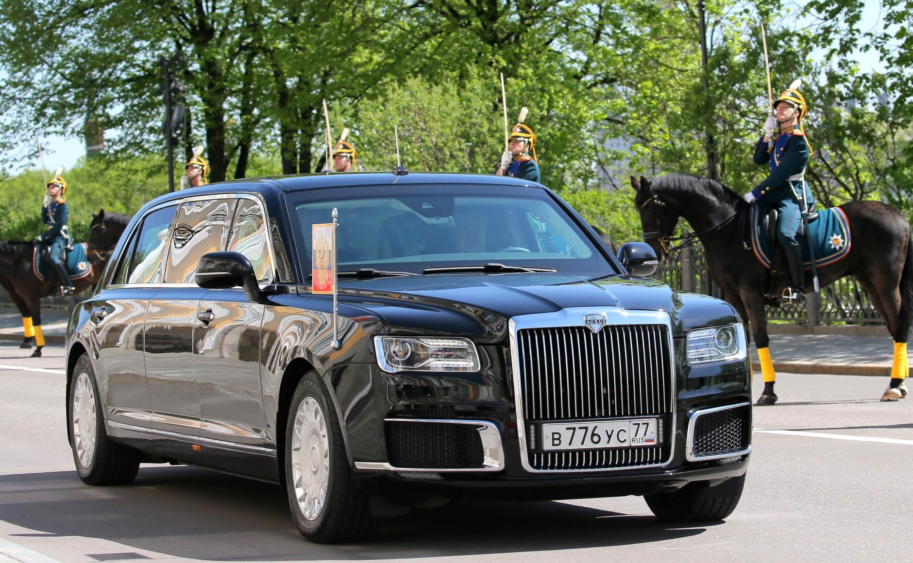 Путин дал поручение выпускать машины проекта «Кортеж»