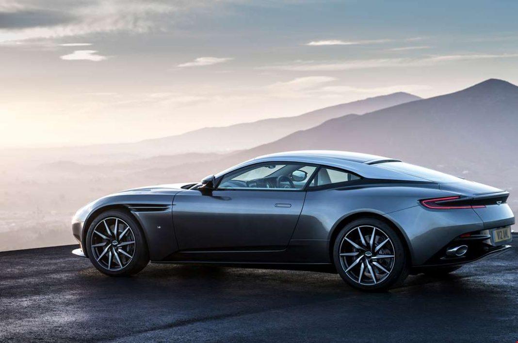 Брошенный и повреждённый Aston Martin,который стоит 350 тыс. долл., нашли на трассе на Украине