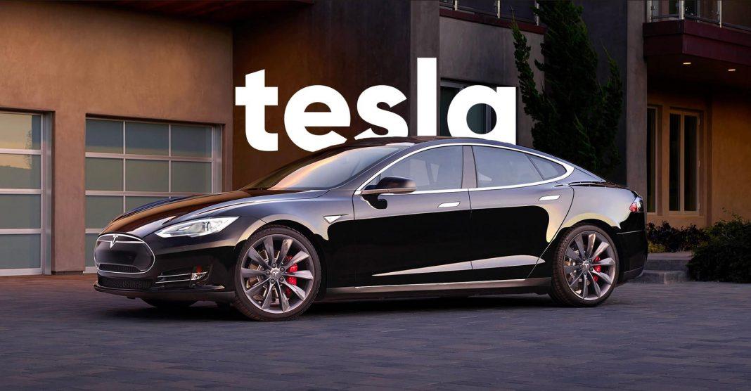 В США Tesla врезалась в машину полиции