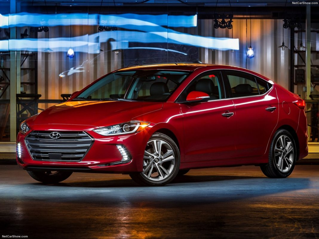 Hyundai Elantra 2018: фото обновленного авто появились в сети