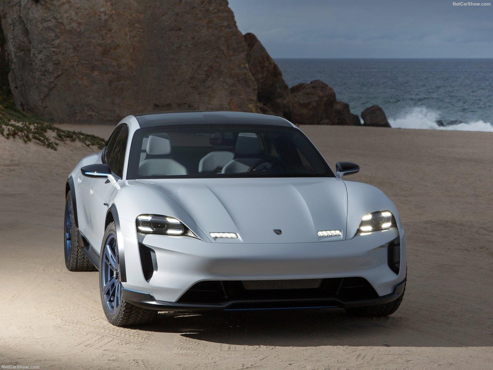 Porsche Taycan 2019 компания готовится к презентации нового электрокара
